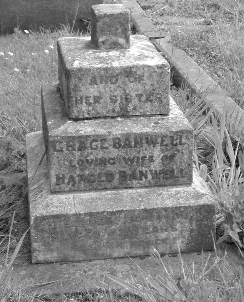 Nurse Grace Broadbery's headstone before restoration