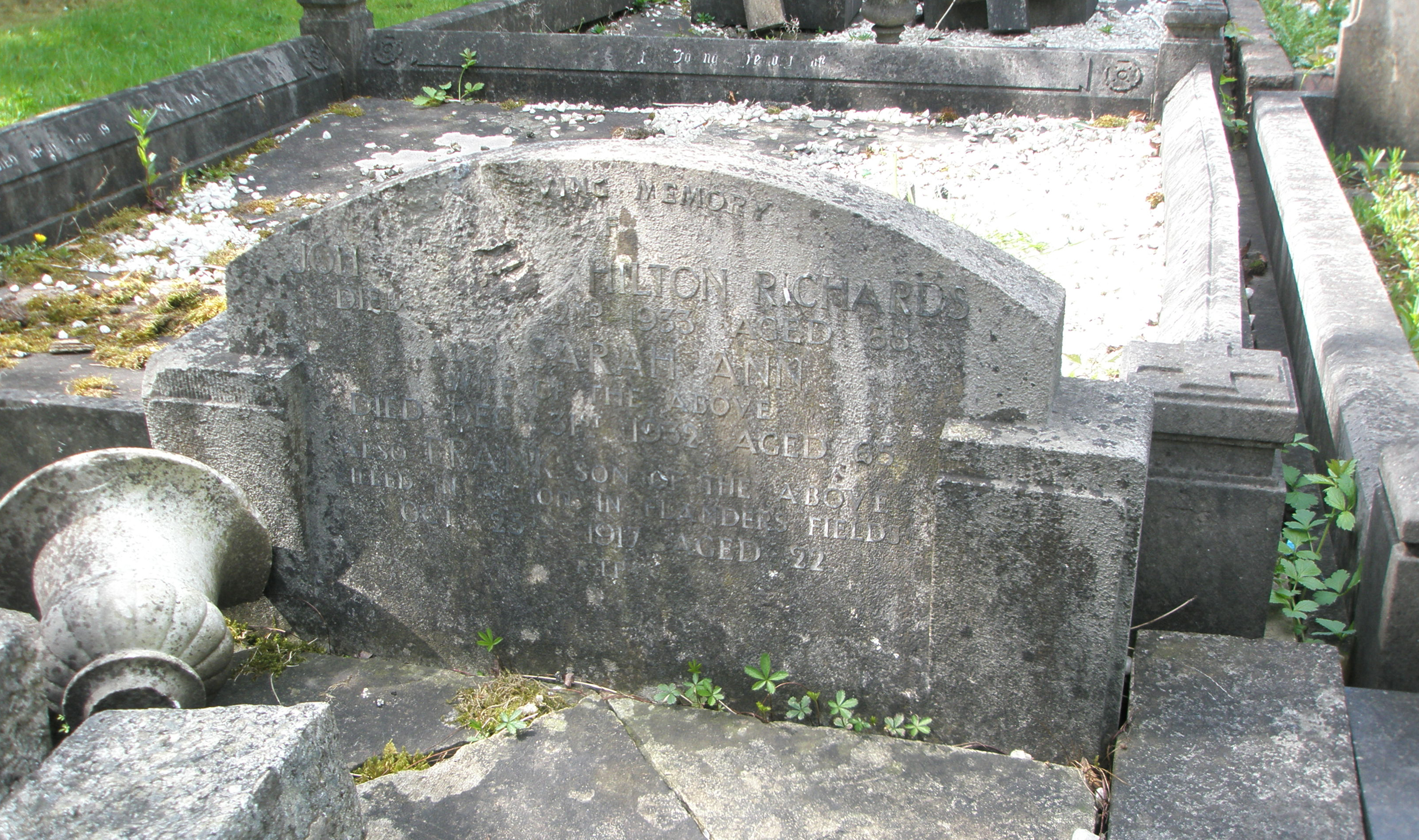 Private Frank Richards's headstone before restoration